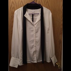Women's Agnes & Dora tie button down shirt